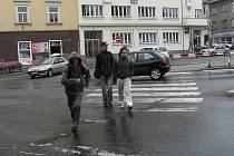 Auto srazilo Janu Dvořákovou na přechodu pro chodce na Křižíkově náměstí.