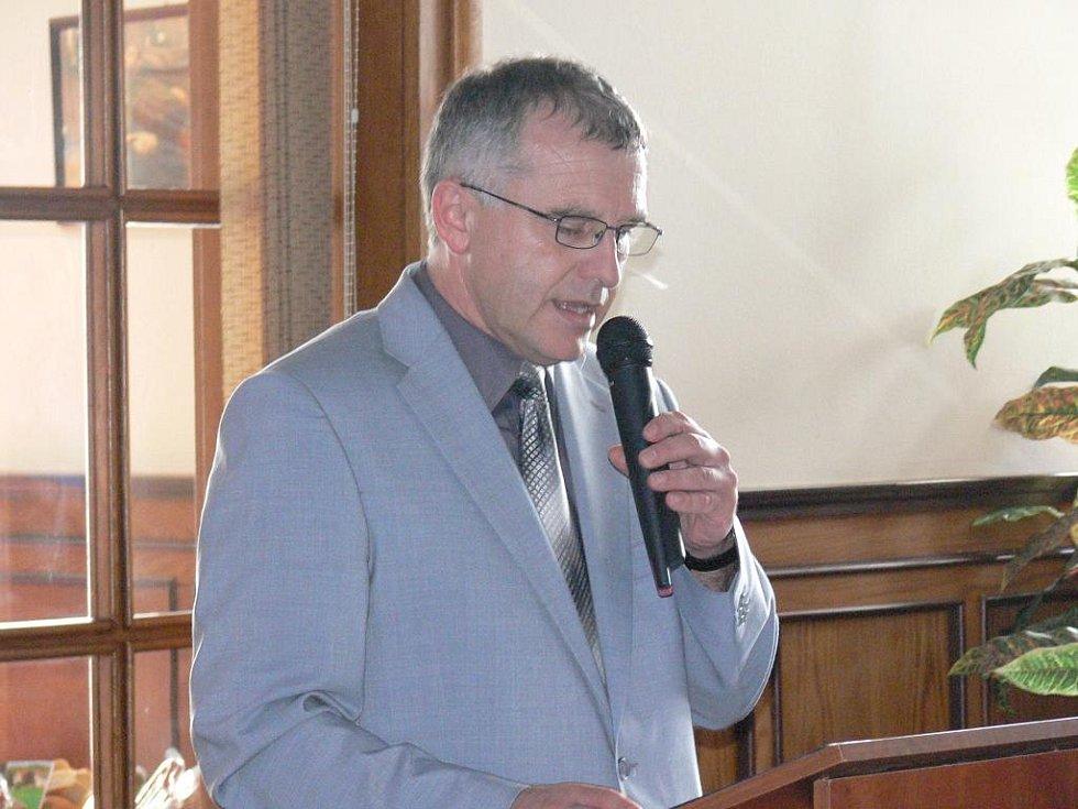 Konferenci o mléce zahájil ředitel školy Ladislav Honsa.