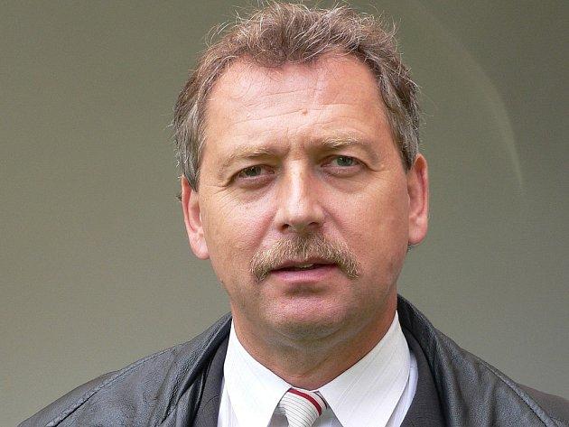 PŘEDNÁŠKA. Ředitel nadace Tomáše Bati Pavel Velev v neděli na měšíckém zámku  objasnil poselství Tomáše Bati.