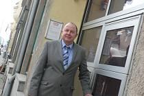 V ČELE JEDNOTY. Letos padesátiletý inženýr ekonomie Vít Sechovec před třemi lety opustil Komerční banku a stal se ředitelem táborské Jednoty. Je ženatý, žije v Plané nad Lužnicí, má dvě děti.