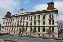 Škola byla postavena v roce 1907, nyní ji čeká rekonstrukce vnitřních rozvodů za 31 milionů korun.