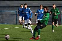 Marek Icha v akci (v modrém s č. 2)