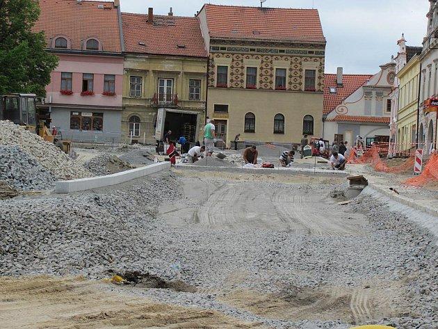 Oprava náměstí v Bechyni.