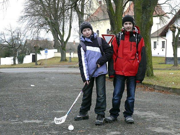 Martin Kůrka a Tomáš Carda se zapojují do místních kroužků.