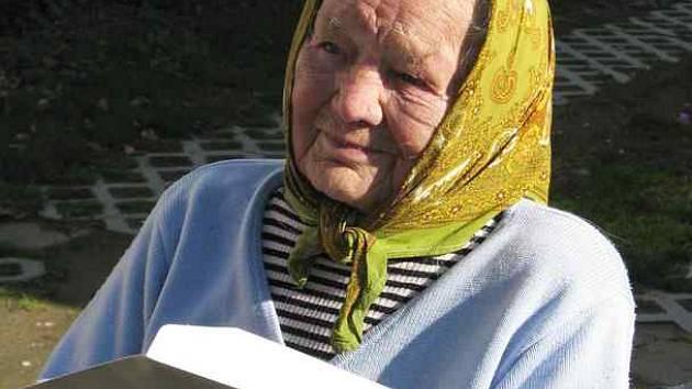 NEJSTARŠÍ VOLIČKA.  O složení krajského zastupitelstva rozhodovala i nejstarší občanka Táborska – Anna Brožková (105)  z Dlouhé Lhoty.