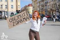 1) Čtyřiatřicetiletá Zuzana Kozinská z Košic pracuje v obecně prospěšné společnosti Cheiron v Táboře sedmým rokem. Kvůli zajímavé práci se neváhala přestěhovat až z Třeboně. Věnuje se sociální práci s dětmi ve věku od 6 do 14 let. Deníku přiblížila, jak s