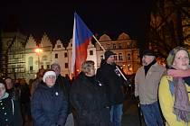 V sobotu večer se na Žižkově náměstí v Táboře konal pietní akt a zároveň demonstrace za odstoupení trestně stíhaného premiéra.