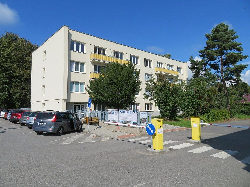 Dětská psychiatrická nemocnice Opařany dlouhodobě bojuje s nedostatkem kvalifikovaného personálu.