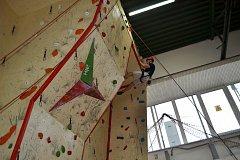 Již 18. ročník krajské soutěže HZS Jihočeského kraje v lezení na umělé stěně se konal v úterý na stanici profesionálních hasičů v Táboře.