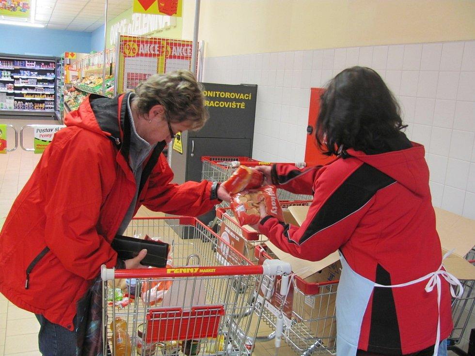 Ve dvou táborských obchodech lidé v sobotu  kupovali potraviny do sbírky pro chudé.