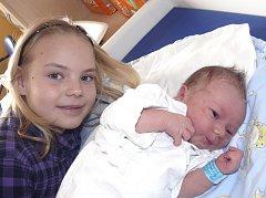 TOBIÁŠ KOTRBA ZE ŘEPČE. Přišel na svět 25. března ve 12.24 hodin.  Po narození mu navážili 3470 g a  naměřili 49 cm. Velkou radost z něho má sestřička Světlana (9).