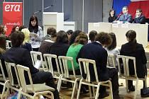 V budově Jihočeské univerzity v Táboře se v neděli konal sedmý ročník Českého fóra. Akce probíhala pod záštitou Evropského parlamentu mládeže v ČR.