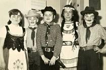 Dětský karneval v Mezné v roce 1965.