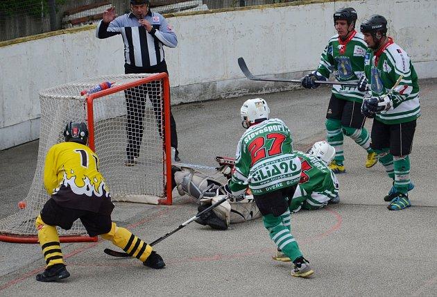 Táborští hokejbalisté rozehráli ligové boje.