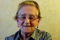 Růžena Vlasáková. Narodila se v roce 1922 v Hartvíkově. Celý život pracovala jako učitelka.  Bydlí v Táboře, v roce 1952 se jí narodila dcera Věra.