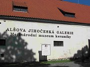 Zámecký objekt, v němž sídlí Alšova jihočeská galerie s Mezinárodním muzeem keramiky.