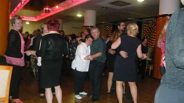 Ples Klíčku byl plný zábavy, hudby a tance. Nechyběla tradiční dražba prací.