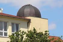 Prožitky více než šedesáti úterních návštěvníků hvězdárny umocnilo příznivé jasné počasí.