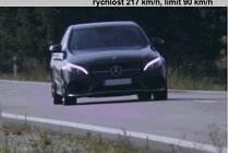 Silnici mladý řidič považoval za závodní okruh, jel rychlostí 217 kilometrů v hodině.