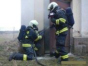 Profesionální hasiči z Tábora likvidovali požár trafostanice ve Zhoři.