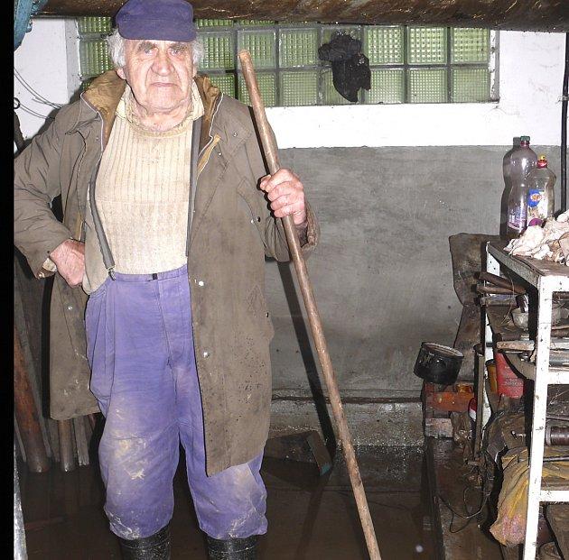 Jaroslav Vrána teprve zjišťuje, co vše voda poničila.