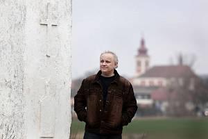 Alois Sassmann je nejen farářem, ale také publicistou a spisovatelem.