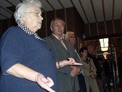 Na oslavě třicátých narozenin veselského kulturního domu promluvila i jeho historicky první vedoucí Lidmila Lavičková (vpředu).