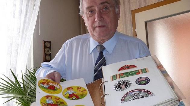 Sýrové etikety má Jaroslav Springer uloženy v šanonech
