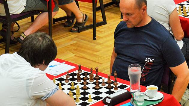 Kapitán Milan Borkovec (v tmavém) v utkání na Vyšehradě chyběl, ale jeho spoluhráči svůj cíl splnili.