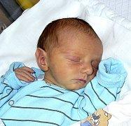 LUKÁŠ BERKA Z TÁBORA – ČEKANIC. Poprvé na svět pohlédl 21. listopadu  dvacet dva  minut po třetí hodin jako prvorozený syn rodičů Jitky a Martina. Jeho váha byla 2390 g a míra 44 cm.