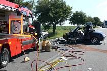 Při tragické nehodě u Kladrub na Chýnovsku zahynul řidič, další tři osoby jsou těžce zraněné.