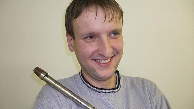 HEREC S HUDEBNÍM NADÁNÍM. Petr Vohradník si dnes už hlídá, aby ho hudba příliš neodváděla z jeviště.