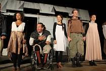 Divadelní spolek Kašpar zahraje opět v Lomu. Snímek je z loňského představení Othella.