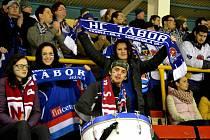 Táborští hokejoví fandové a fanynky se úvodního střetnutí v novém ročníku opět nedočkali.