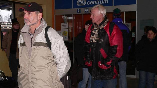 Vlaky na Prahu a na Budějovice nabírají několikahodinová zpoždění
