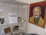 Historii rodiny Hrušínských odhaluje výstava na faře.