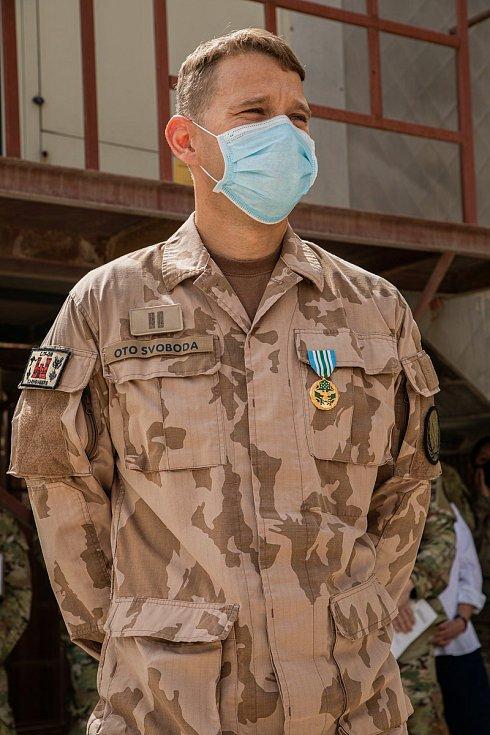 Joint Service Commendation medal (JSCM) – předávání medailí za půlroční působení v Camp Arifjan v Kuvajtu