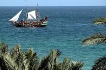 Zatímco evropská přímořská letoviska končí sezonu, cestovní kanceláře už začínají lákat turisty na zájezdy v příštím létě.