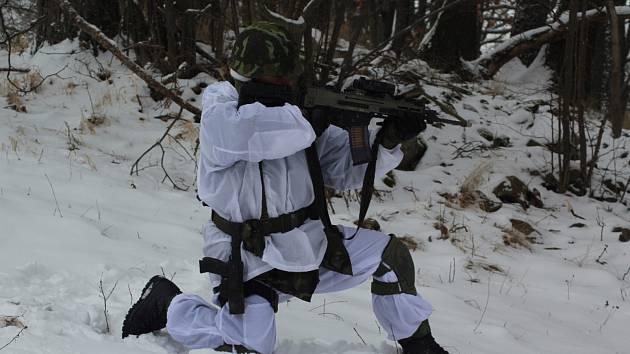 Vojáci se zdokonalovali v bojových dovednostech.