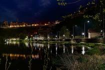 Na snímku nábřeží řeky Lužnice v Táboře.