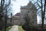 Zařízení se nachází v bývalém zámku v obci Radenín na Táborsku, v současnosti ho obývá 47 dětí do 18 let.