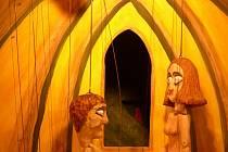 ČERNEJ KOCOUR. V představení Černej kocour od divadelníků LSD Sudoměřice nechyběla ani vyznání lásky.