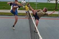 Sportovci si přijdou v mezné na své. hřiště nabízí multifunkční využití.