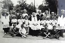 Archivní fotografie z historie zaniklé školy v Šebířově.