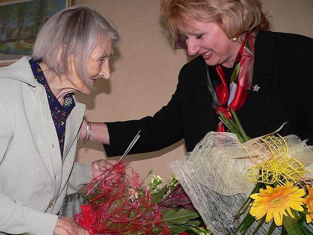 Paní Huberta Lintnerová ze Soběslavi slaví životní jubileum - sto let.