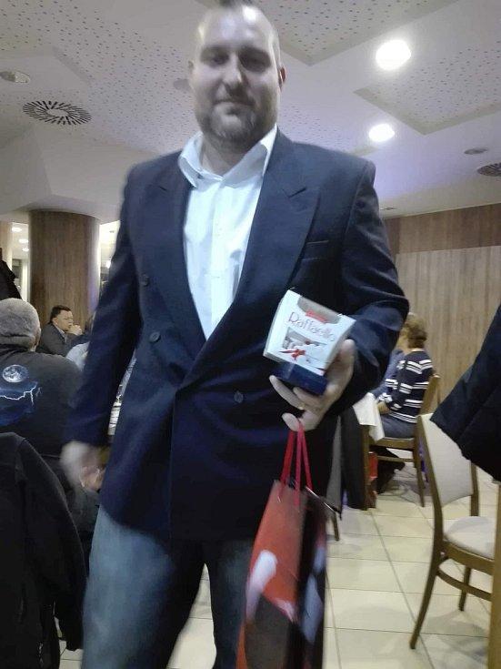 V pondělí v Restauraci Metropol přebírali dárci krve medaile.