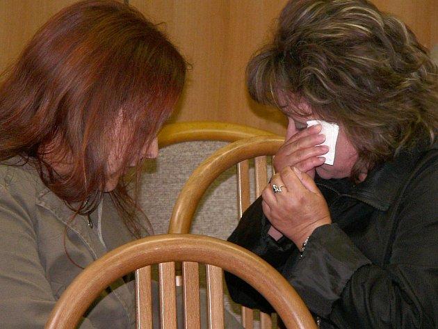 V jednací síni byly včera přítomny i matka a sestra usmrcené Lucie Pekárové, trvalým bydlištěm ze slovenské Prievidze.