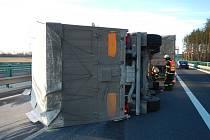 V úterý na dálnici D3 havaroval kamion.