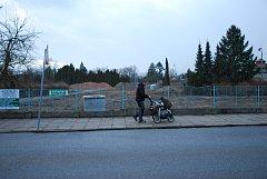 Ve čtvrtek začalo zasíťování parcely, na němž má do dvou let vyrůst nový Domov pro seniory v Bechyni