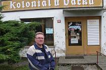 Šéfuje místním hasičům i koloniálu. Ladislav Vacka náchodskou samosprávu chválí.  Ale kritizuje nepřehlednou dopravní situaci, kvůli níž už místní několikrát žádali o retardér nebo  omezení rychlosti. Zatím bezvýsledně.